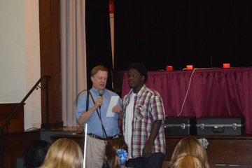 Student Zyshaun Cross-Williams receiving Alma Murray Essay Contest award from Chris Gray of Missouri Council of the Blind